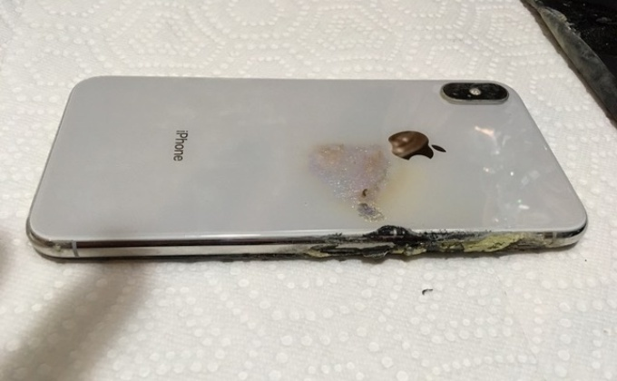 Apple Iphone Xs Max Records Initial Report Of Explosion In The Us