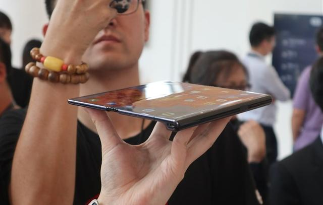 Huawei Mate X 5G hands-on pictures 1